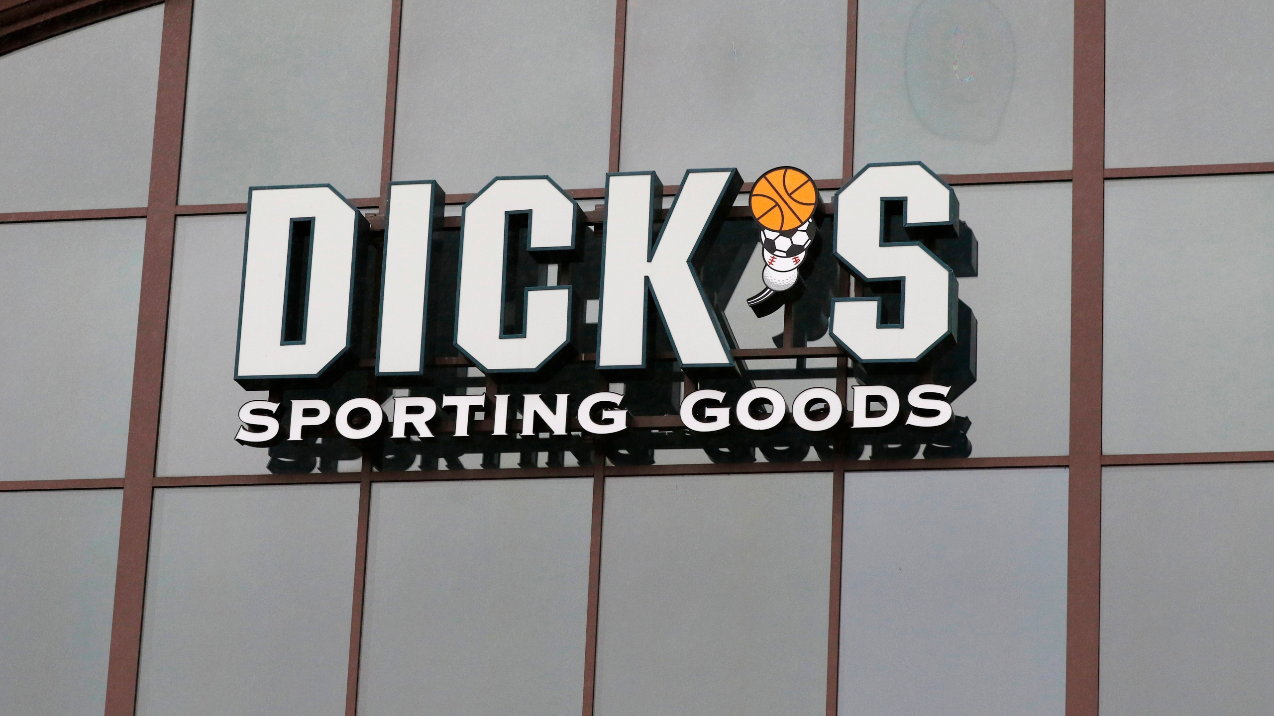 Earns_Dicks_Sporting_Goods_70265-159532.jpg19002990