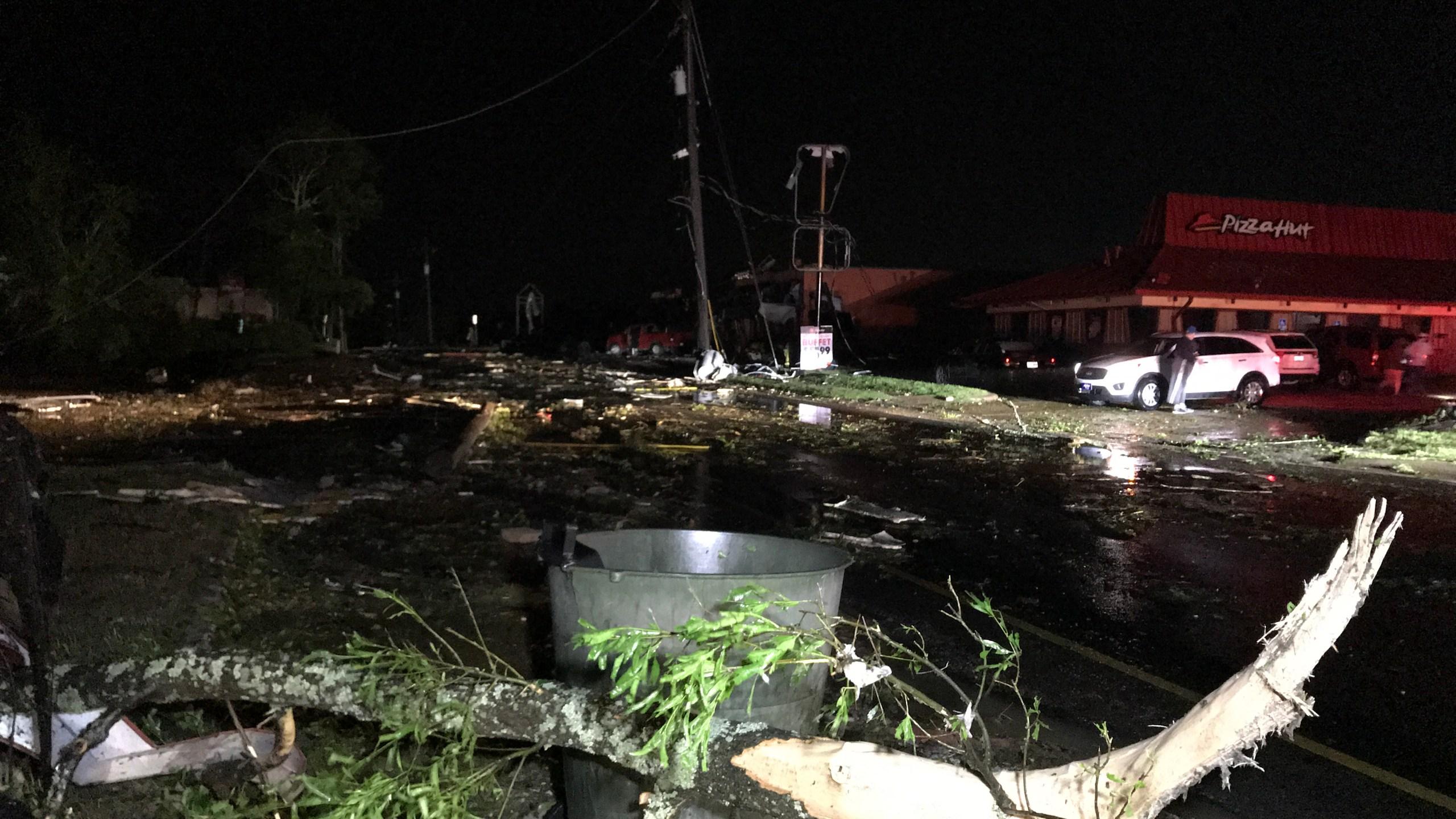 tornado damage_1556192960602.jpeg-60233530.jpg