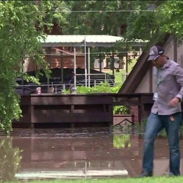 Arkansas_residents_evacuate_after_flood__1_20190526180359