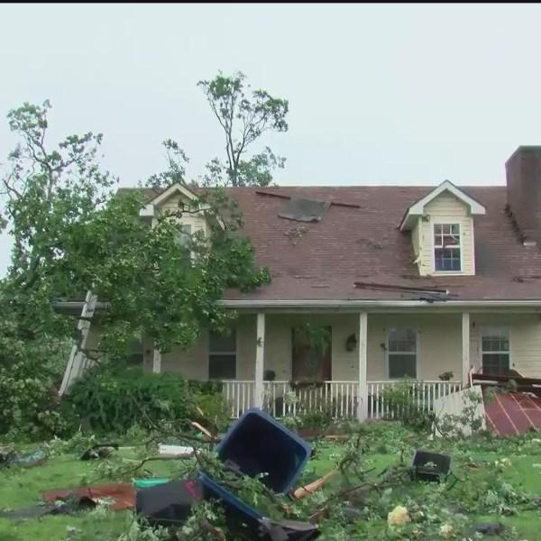 Tornado_causes_heavy_damage_in_Carl_Junc_0_20190523223449