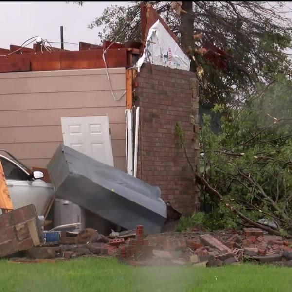 Tornado_causes_heavy_damage_in_Carl_Junc_6_20190523223508